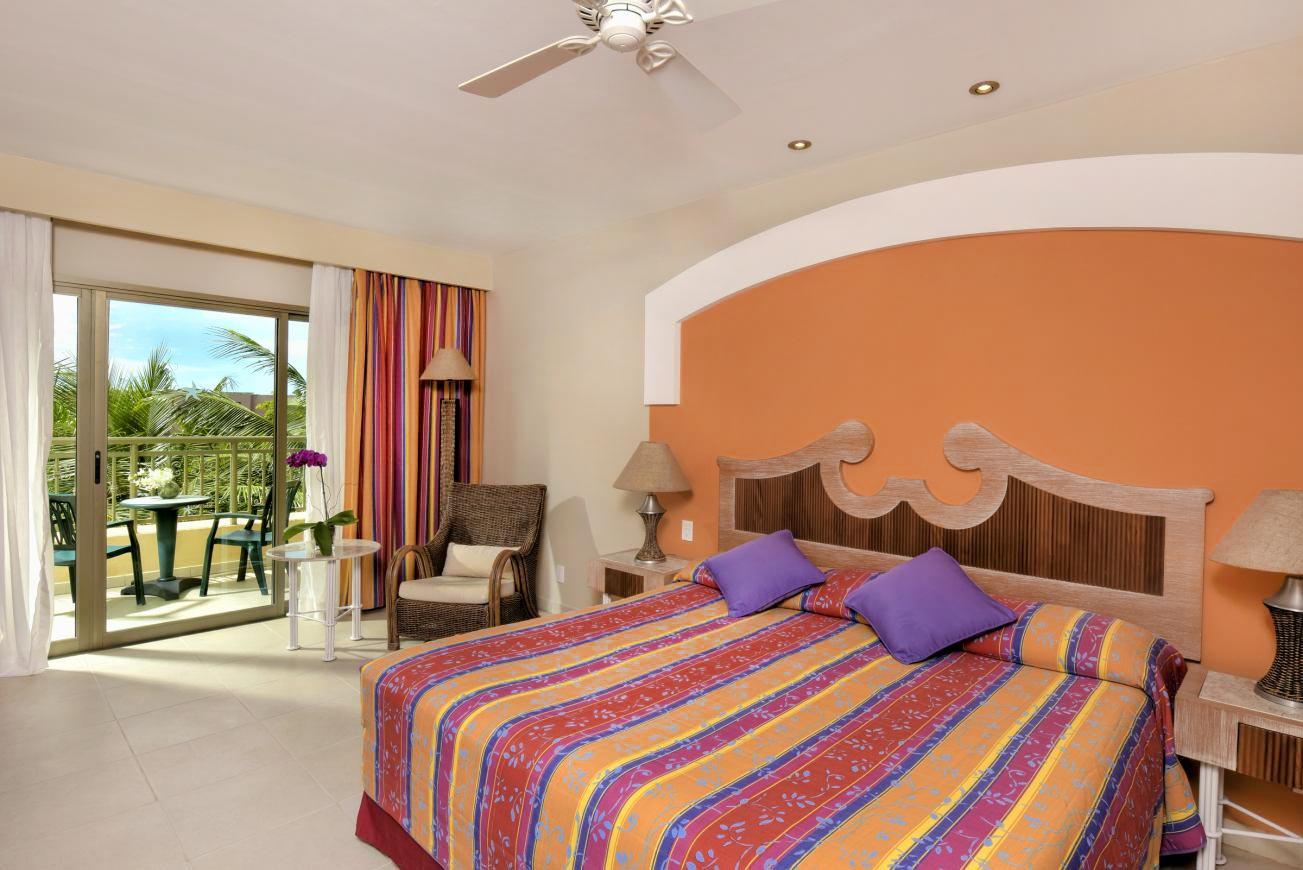 Apartamento Standard com detalhes frontal da cama casal